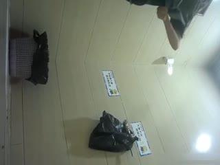 【偷拍】坐盗市最新流出商场全景女厕偷拍其中两个黑丝妹子很有撸点