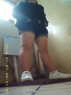 【厕所偷拍】厕所偷拍5 学生妹子果然青春靓丽
