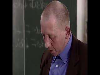 【欧美】 坏教师在教室里乱搞清纯的小美女