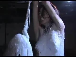 【强奸】折磨 把骗来的少妇吊起了 绑起来 封嘴 香烟插鼻 尺子 抽 有点重口味...