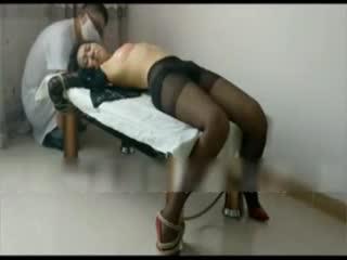 [强奸]淫妻家中被朋友玩,粉奶黑丝袜刚生完小孩