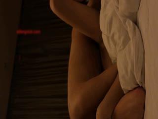 气质学院派美女酒店被男友边操边逼她答应下次让别人一起来操她,女的不同意被狠狠爆干还说:就不让别人操!