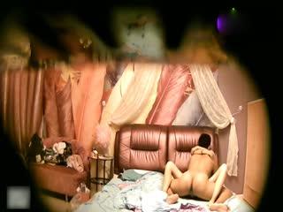 大长腿美女和男友开房研究逼逼