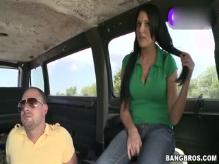 性爱巴士:爆乳性感美少妇