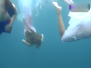 让人垂涎的萝莉妹妹水下灵动