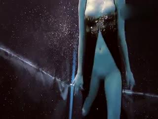 无毛高贵黑丝礼服少女全裸泳池秀