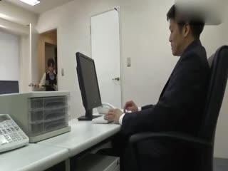 与上司大搞不伦的OL[中文字幕]