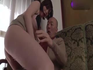 媳妇跟父亲的不伦性交[中文字幕]