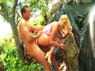 金毛妹和长屌猛男野外开炮啪啪破处