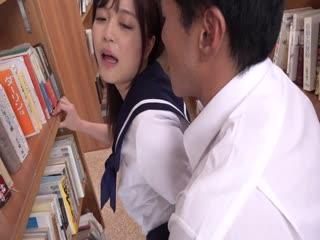 [中文字幕]MIAACN 唾液ダラダラ密著舐め回し接吻癡女 制服美少女が中年教師を虜にするベロキス誘惑 奏音かのん