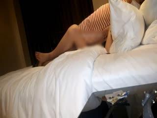 [新年巨献]7-白嫩漂亮的小美女分手后和同事外出吃饭时被灌醉带到酒店尽情拍摄后又被狠狠的爆操!