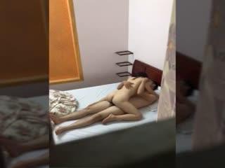 城中村家庭小旅馆服务员小哥窗外近距离偷窥美少妇和奸夫偷情