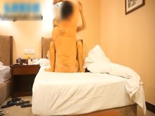 搭讪正在逛商场的超性感长裙美女,约到酒店啪啪啪 衣服一脱身材超好,鸡巴挺很久已经忍不住要操死她了