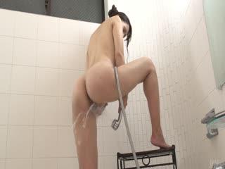 业余亚洲戏剧与她在浴缸里的猫